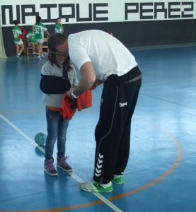 Alberto Pérez, jugador del Grupo Pinta - Torrebalonmano, y Marta Rodríguez