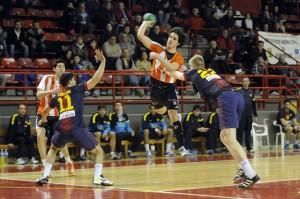 Joaquín Marcos lanza a porteria